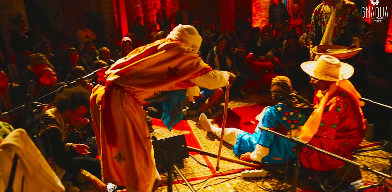 Vidéo complète du Projet «Colors Of Gnaoua» Par Hassan Hajjaj & Marouane Lbahja (Théâtre & Musique Gnaoua)